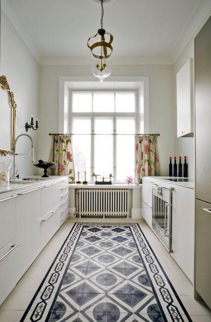 Açık renkler mutfağı daha ferah hale getirir.