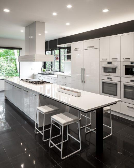Düzgün bir zemin, yüzeyinizin dayanıklılığını mutfağınızda tutar.