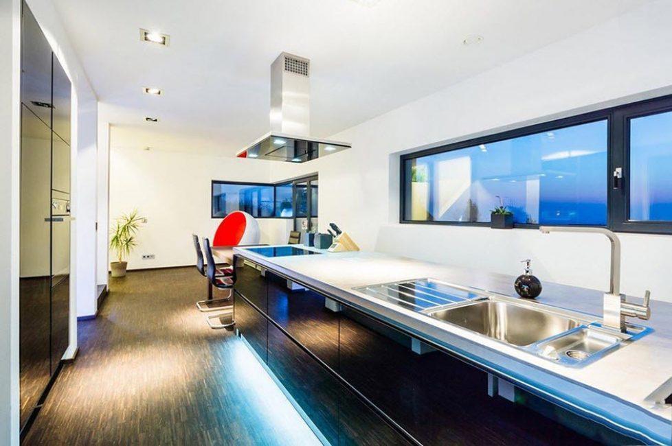 Penyelesaian reka bentuk luar biasa untuk meningkatkan ruang disebabkan oleh minimalism objek