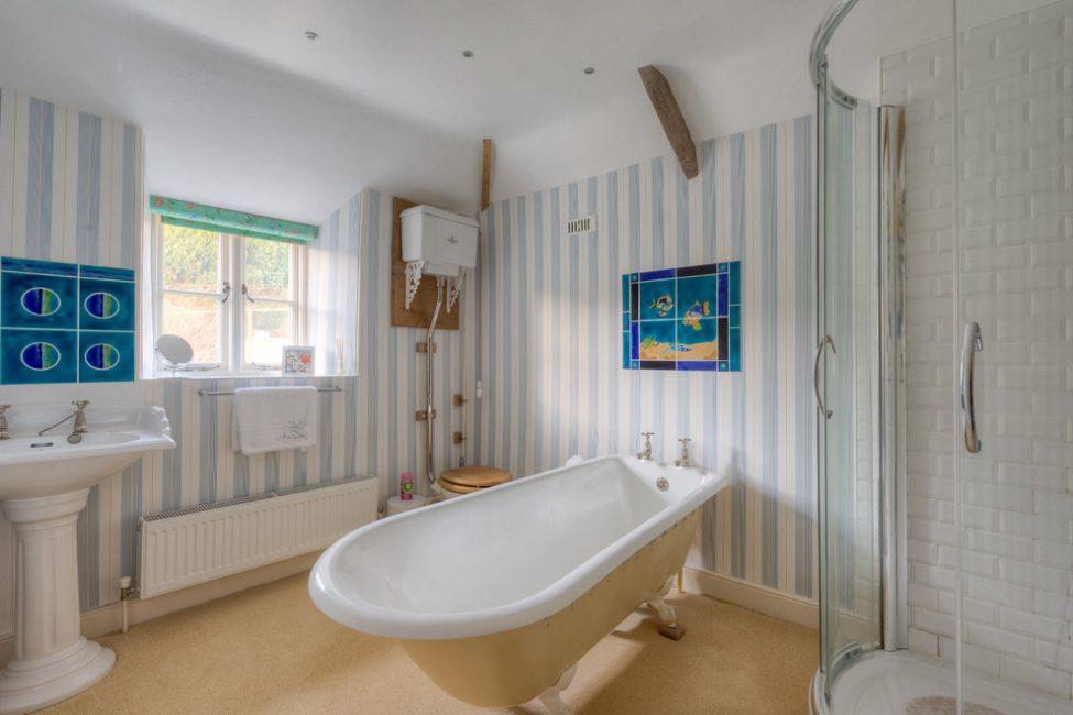 Çizgili paneller banyoda güzel görünüyor