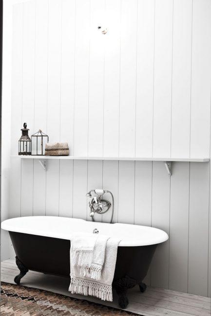 Beyaz siyah banyo
