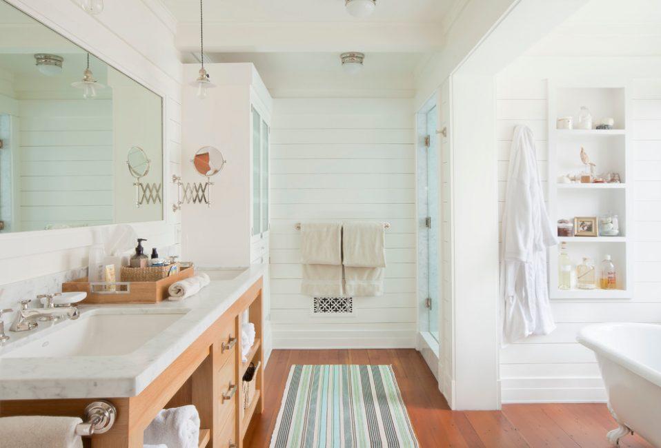Panel dinding di bilik mandi
