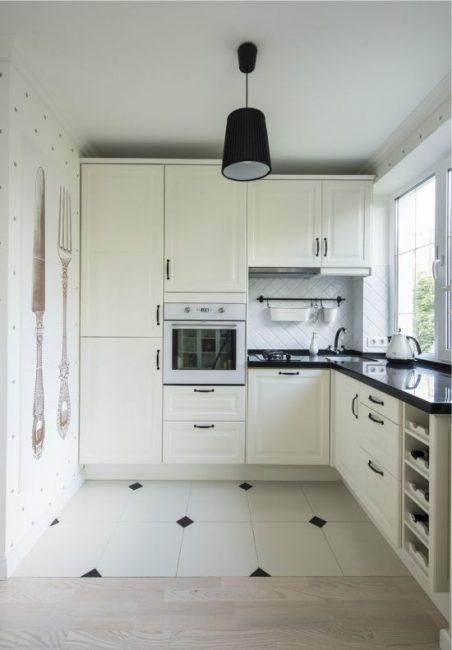 Mutfakta beyaz klasik versiyonu