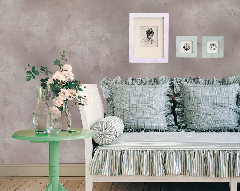 Herhangi bir odada duvarları dekoratif sıva ile dekore etme