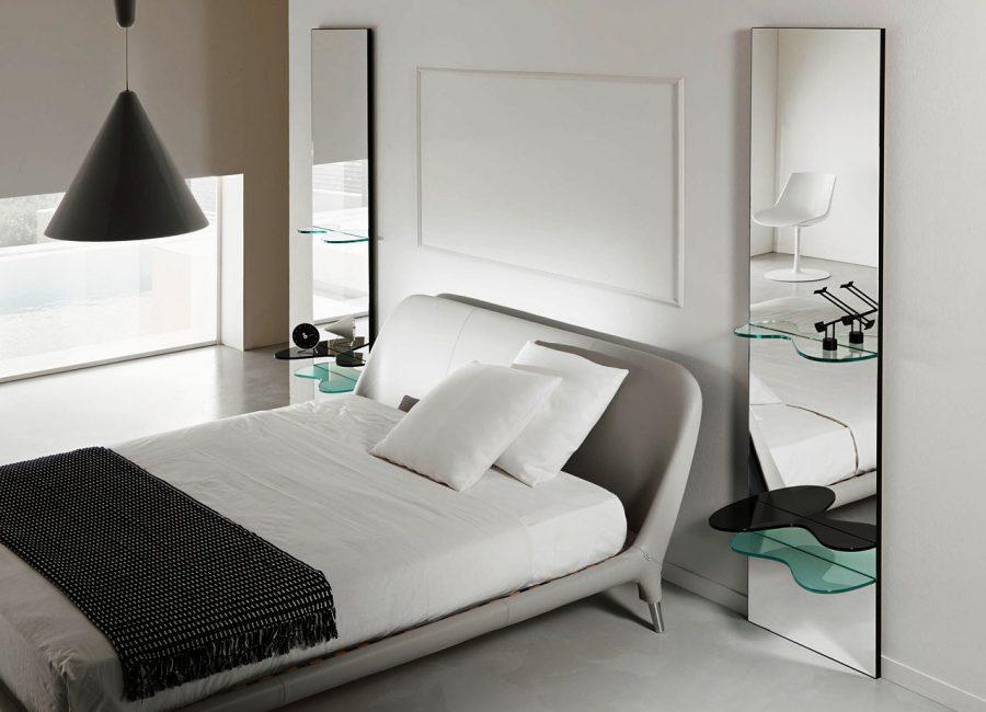 Cermin di bilik tidur secara visual meningkatkan ruang