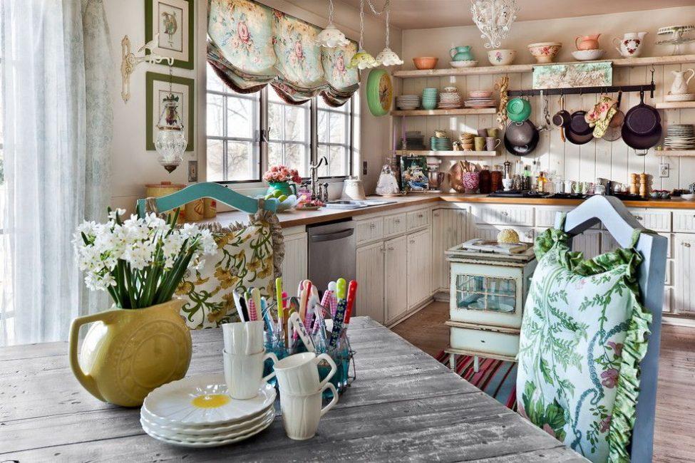 Reka bentuk bunga di bahagian dalam dapur