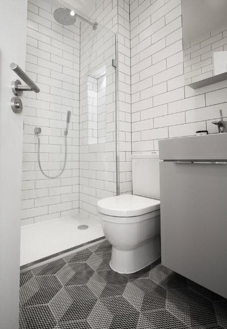 Kaplama malzemesinden tasarruf, birleşik banyonun temel avantajlarından biridir