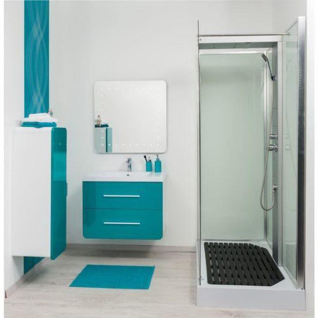 Asma dolaplı kompakt banyo