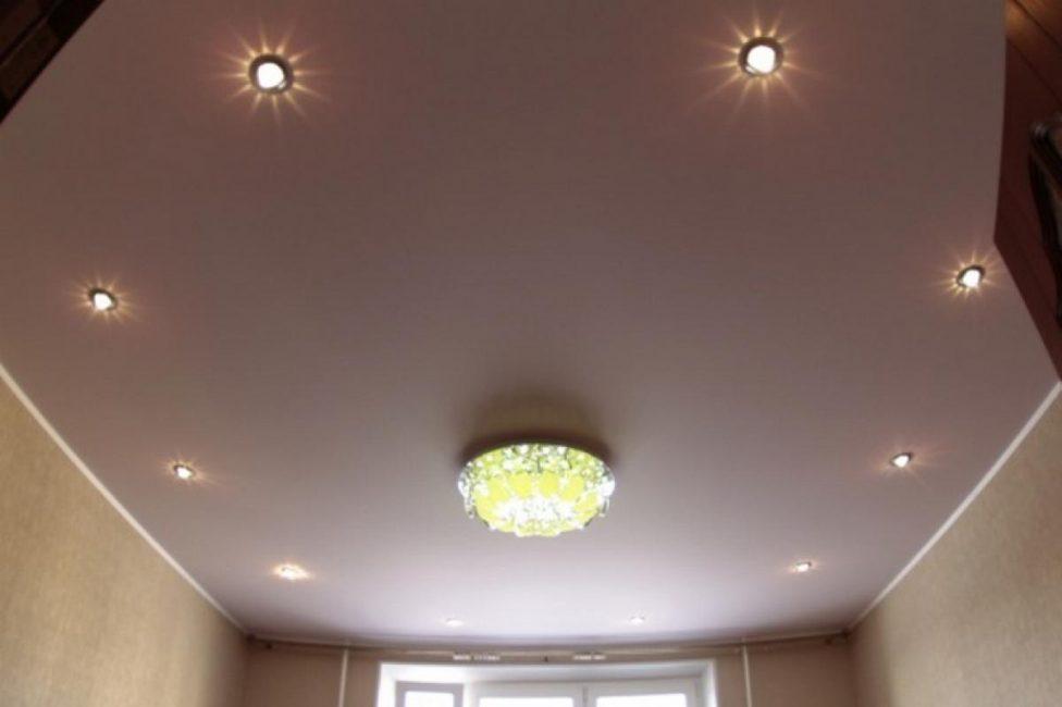 Kelipan cahaya dengan cahaya metalik apabila diterangi