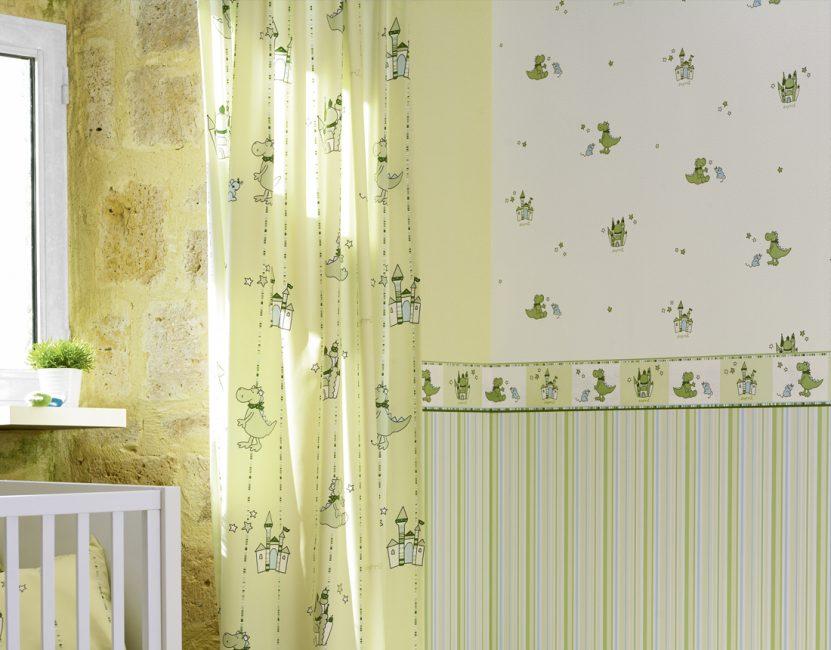 Kenarlıklı duvar kağıdı yapıştırmanın güzel bir kombinasyonu