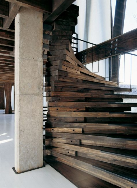 Perabot boleh diletakkan di ruang bebas.