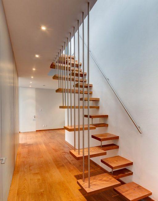 Reka bentuk Laconic dengan langkah-langkah catur