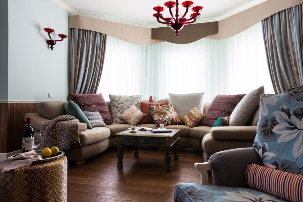 Sofa dalam gaya yang sama dengan ruang tamu ruang tamu