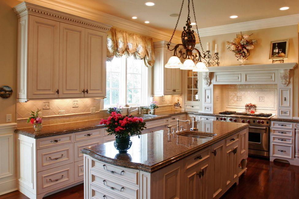 Genellikle, yer sıkıntısı çeken mutfak, komşu bölge ile birleştirilir.