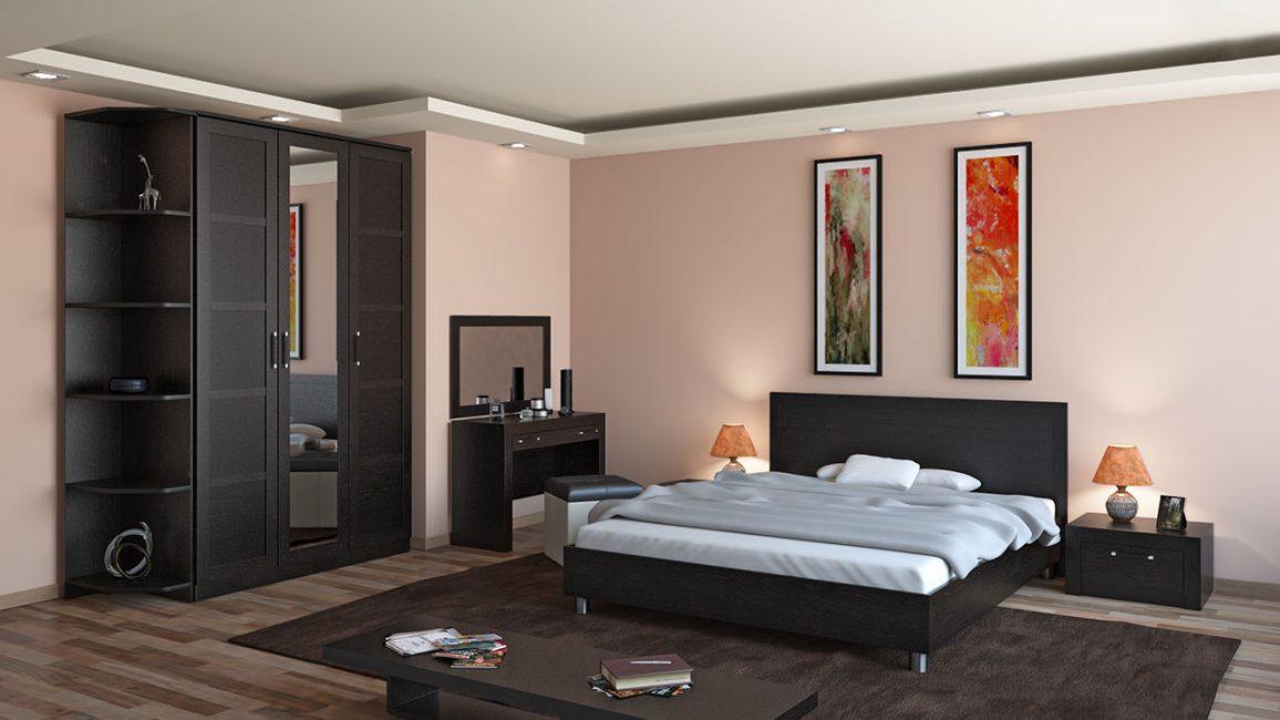 Di dalam sebuah bilik besar, tempat tidur yang terbaik ditempatkan di tengah.