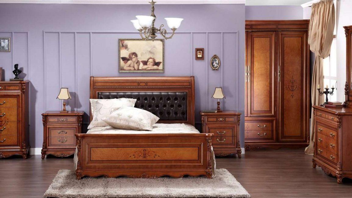 Perabot diperbuat daripada pokok berharga