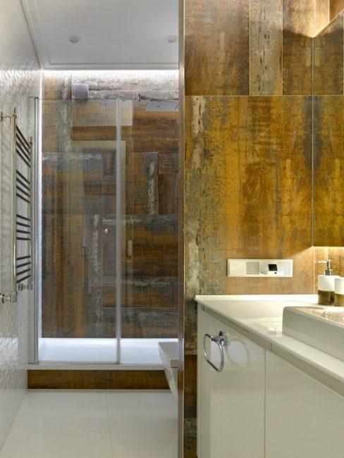 Gabungan kaca dan kayu cantik di pedalaman bilik mandi