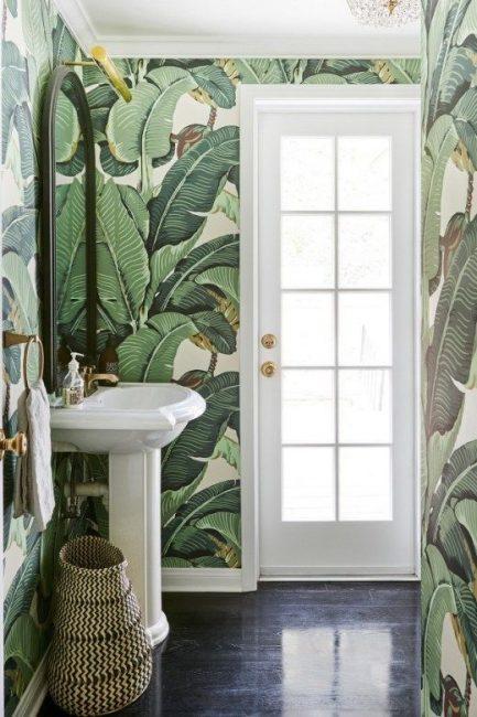 Tema daun di bilik mandi