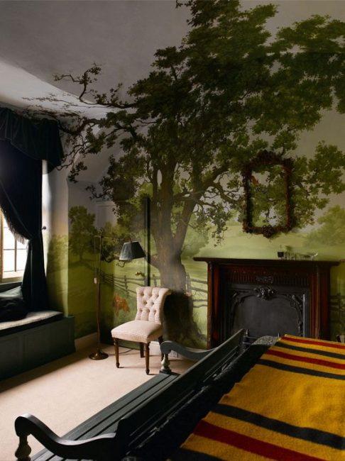 Interior dengan pokok memberikan bilik harmoni dengan alam semula jadi