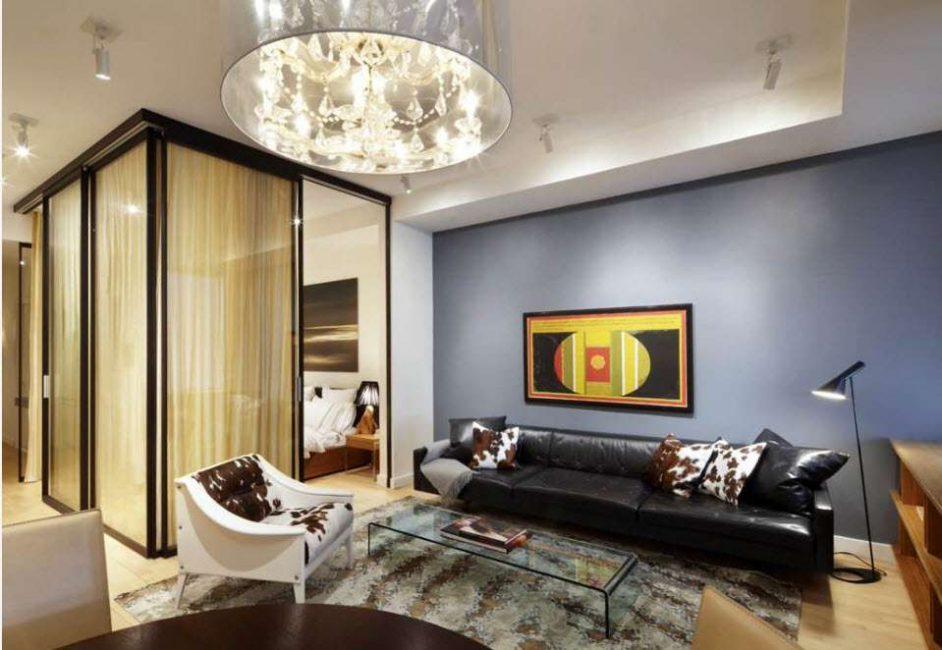 Hiasan dinding boleh memisahkan bilik secara visual