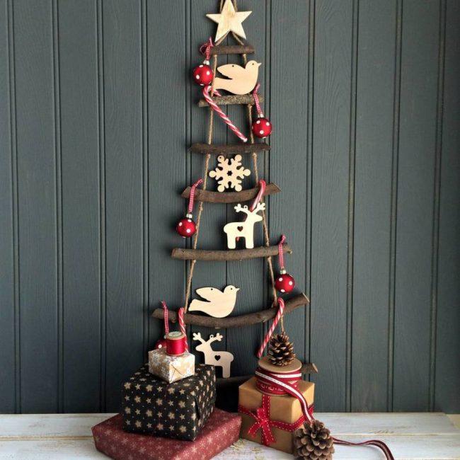 Idea pokok natal yang baik di dinding