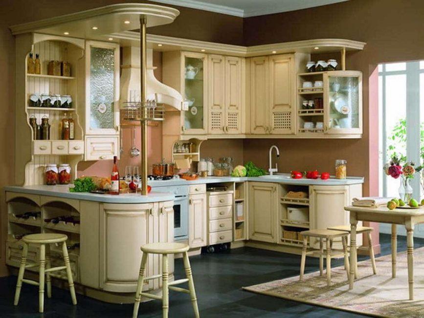 Doğal tonlardaki mobilyalar ile birlikte uyumlu olarak parlak bir bar tezgahı gibi görünüyor