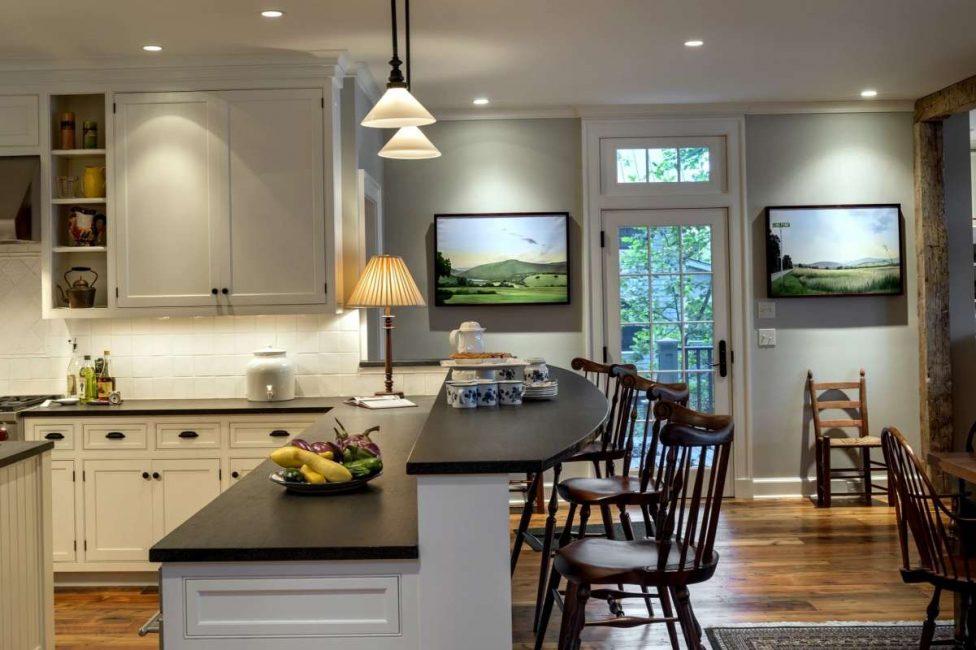 Mutfak tezgahı ile bağlı stand