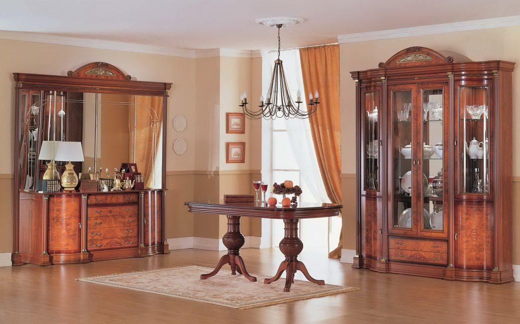 Pilihan dengan meja bulat di tengah-tengah bilik