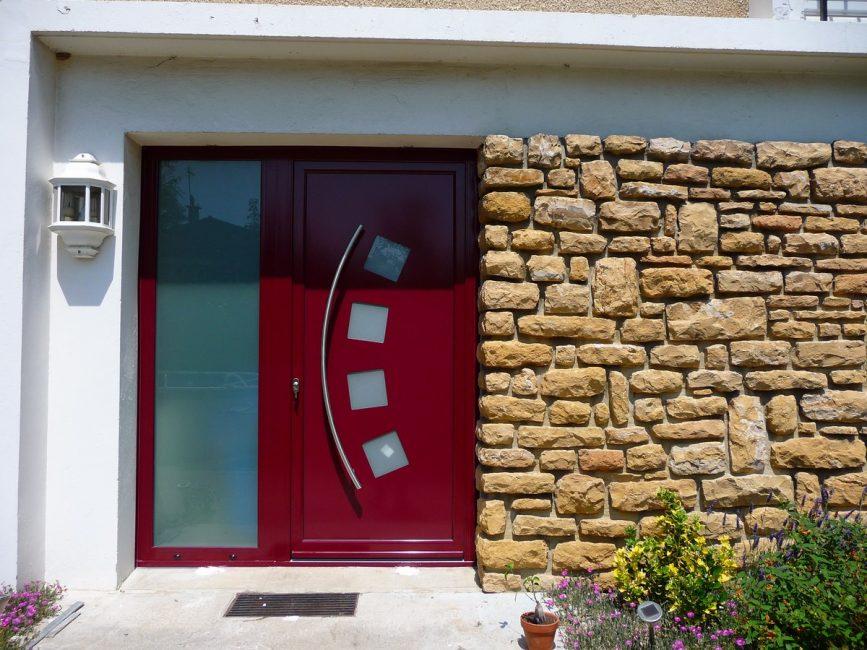 Ön kapının görünümü stili vurgulamaktadır