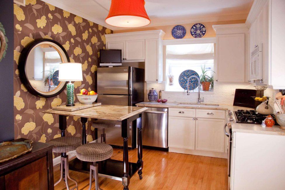 Her şeyi küçük bir mutfakta düzenliyoruz