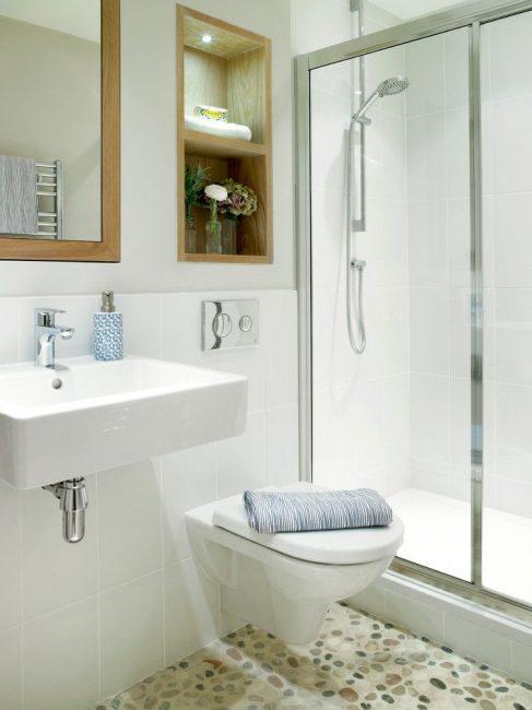 WC sospeso: notevole risparmio di spazio