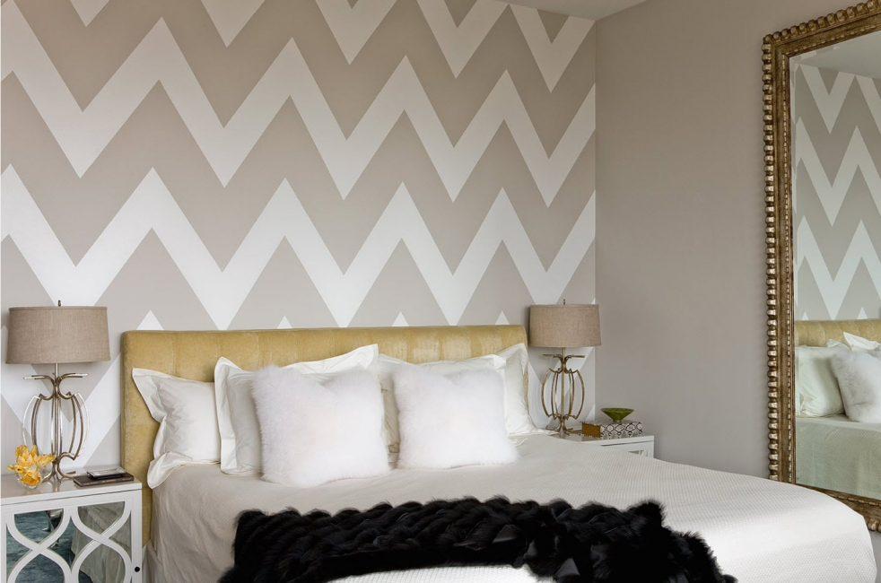 Yatak odası iç kısmındaki sınırlı geometrik çizgiler
