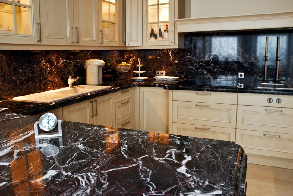 Granit sering digunakan sebagai bahan asas untuk countertops.