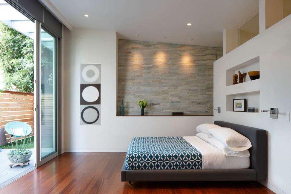 Membuat ceruk batu untuk bilik tidur - keselesaan dan kesenangan dipastikan