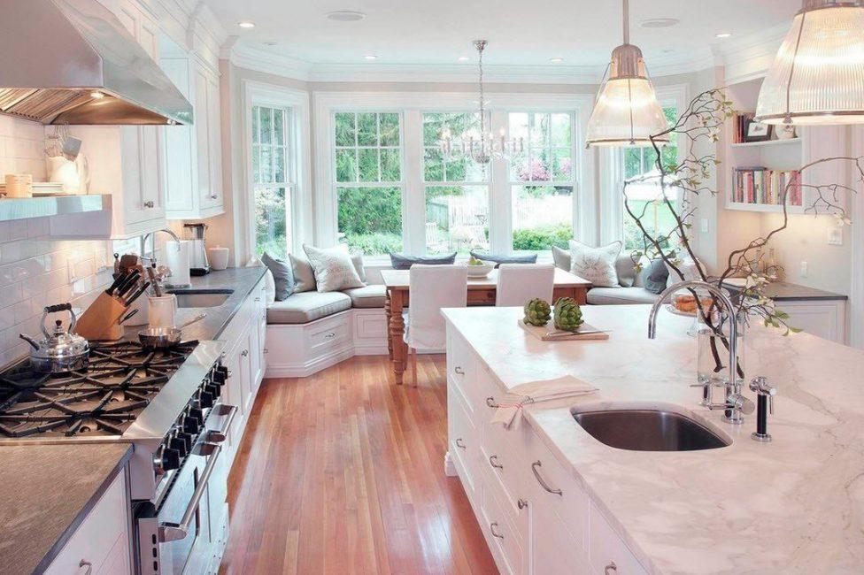 Mutfakta, bütün ailenin bir yemek için toplandığı bir yer, tercihlerinize uyacak şekilde seçildi.
