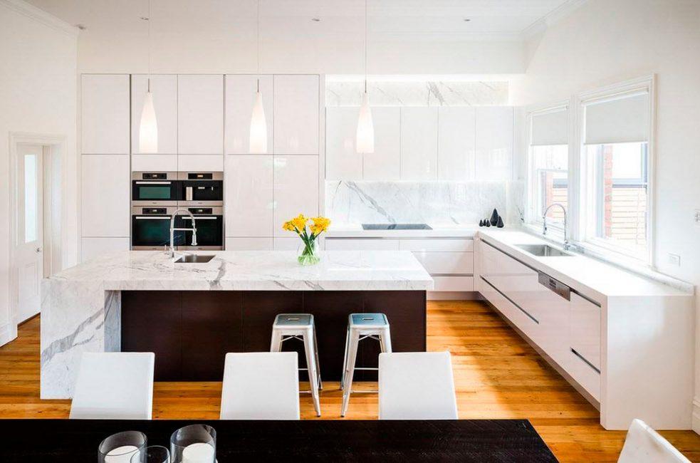 Mutfakta ahşap döşeme? Yüzeyi nem ve kirden koruyan özel kaplama