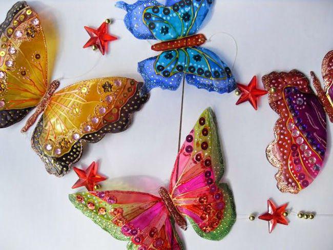 Hiaskan rama-rama menggunakan cat akrilik dan manik.