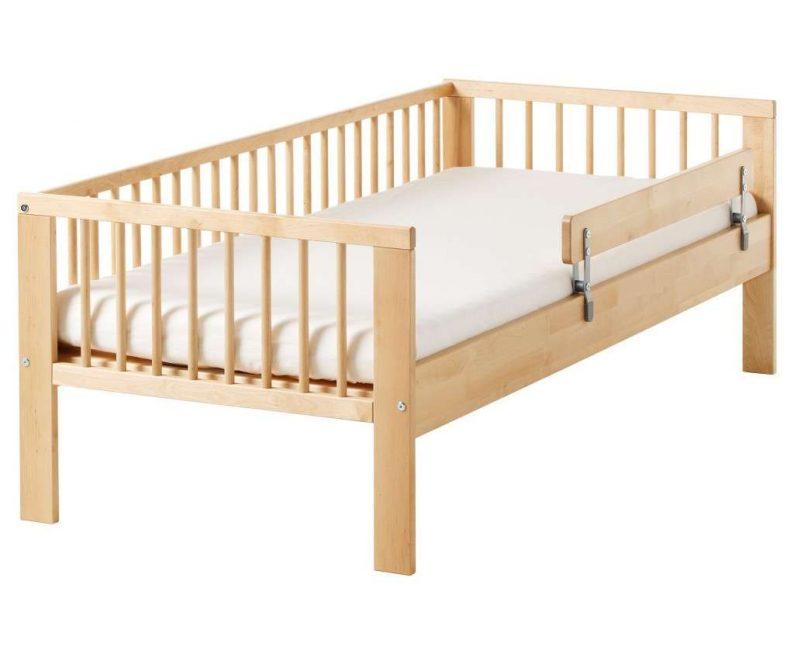 Yatağı, çocuğa zarar vermeyen lake ile kaplayabilirsiniz.