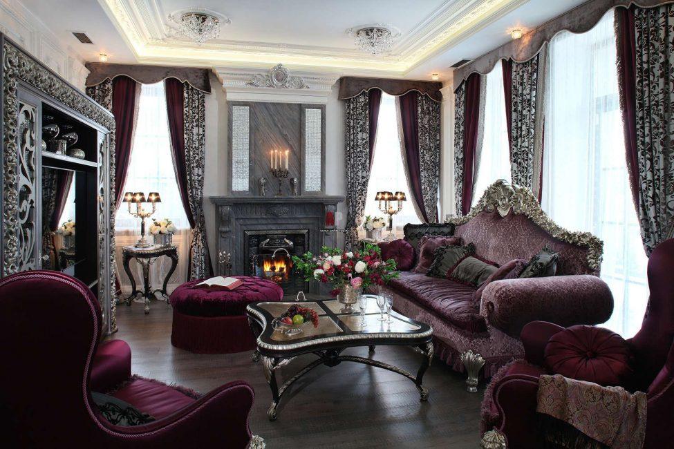 Oturma odasında barok görkem