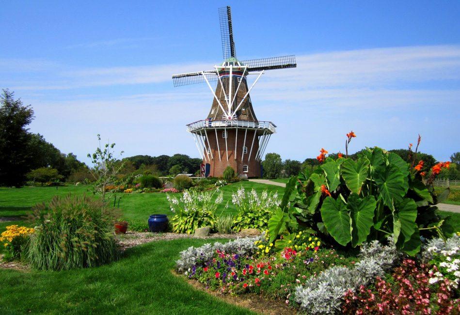 Warna terang berbeza digunakan secara meluas dalam gaya Belanda.