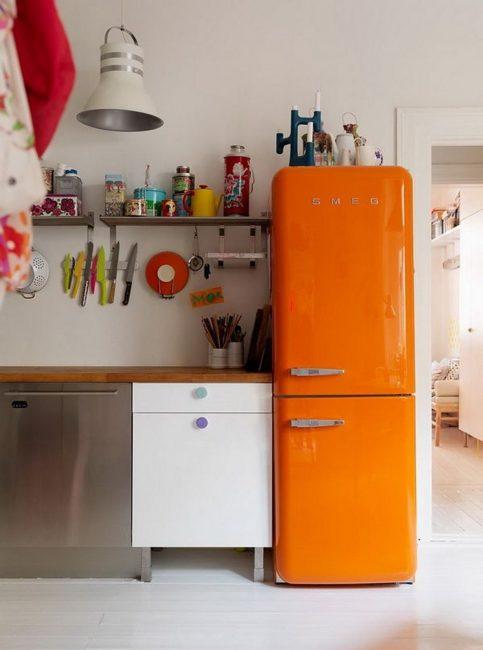 Di dapur, di mana sedikit disediakan, tidak semestinya banyak alat dengar