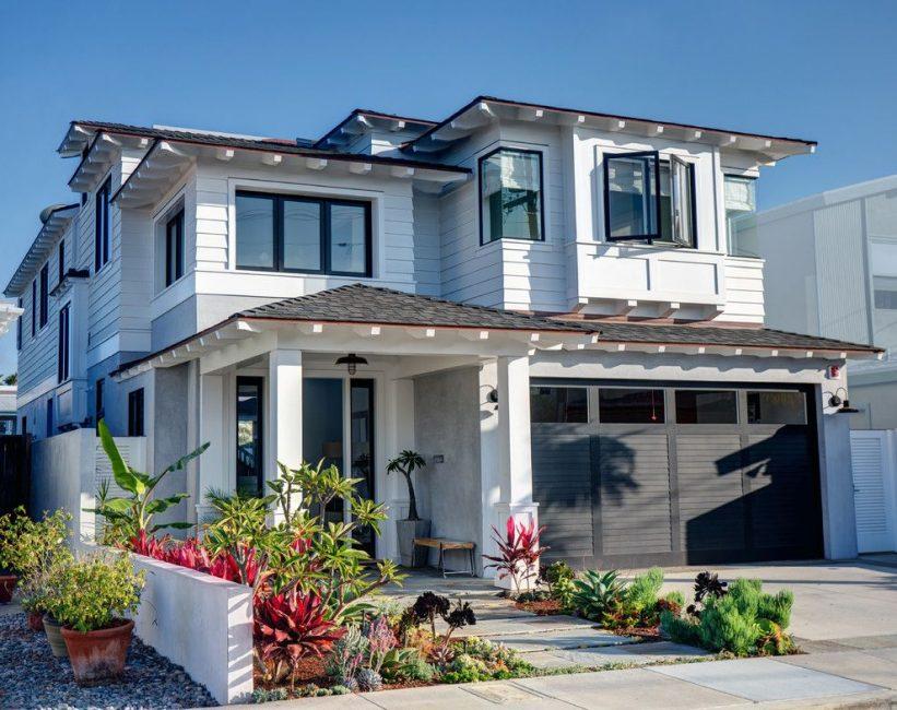 Biasanya merancang pintu masuk tambahan ke rumah terus dari garaj