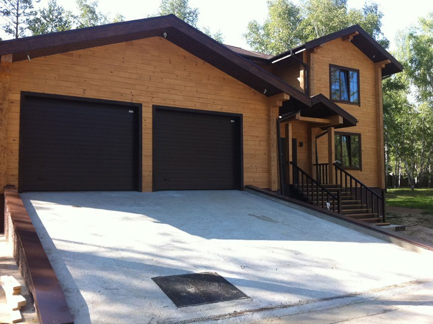 Asas rumah dan garaj dibina pada masa yang sama, ia mestilah monolitik