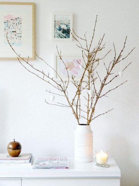 Cabang-cabang di dalam pasu akan menambah keunikan ke pedalaman anda.