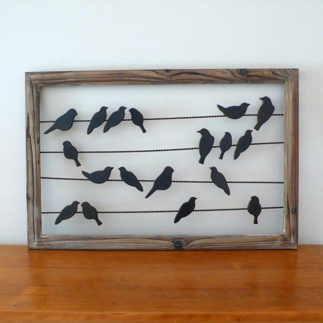 Siluet burung pada kabel akan menghiasi dinding anda