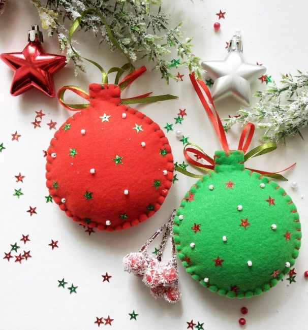 Noel ağacı üzerinde rahat ve yumuşak dekorasyon