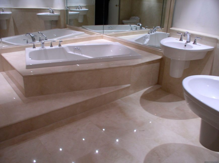 Kombine banyo son işlemesinde parlak karolar