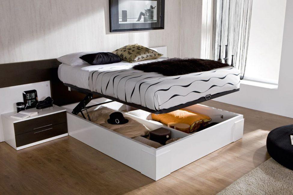 대용량 저장 장치가있는 침대