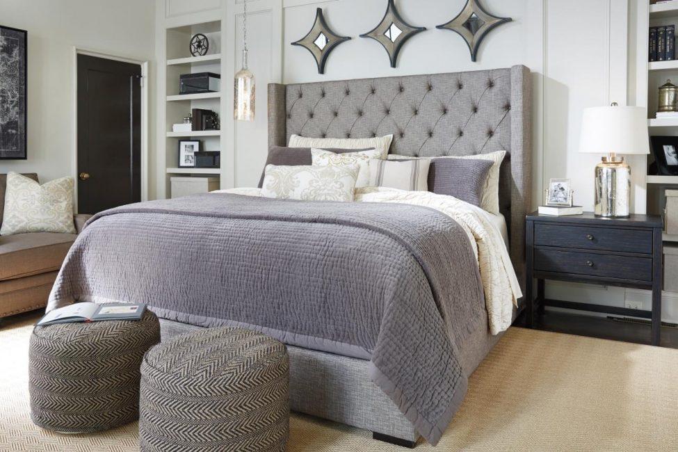 킹 사이즈 침대를위한 넓은 공간