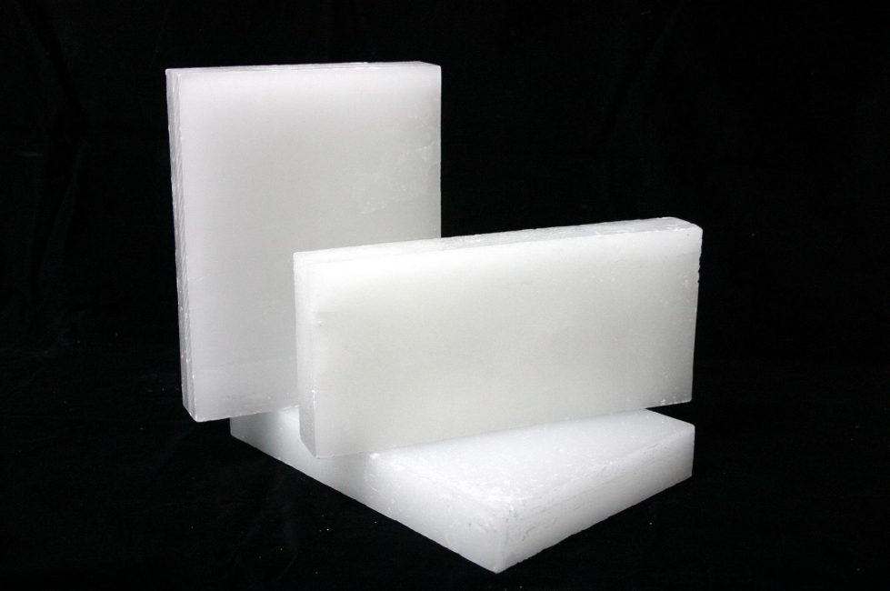 Parafin, yağın bir yan ürünüdür ve bu, çoğu tüketici için otomatik olarak zayıf bir tepki verir.